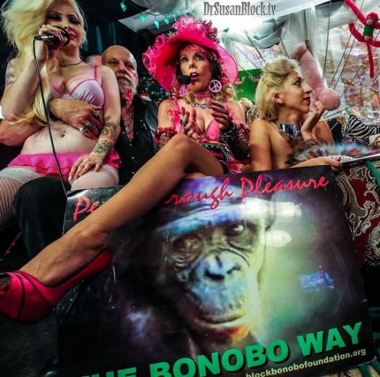 Amor, Kitty & LEATHERFACE Go Bonobos! Photo: JuxLii