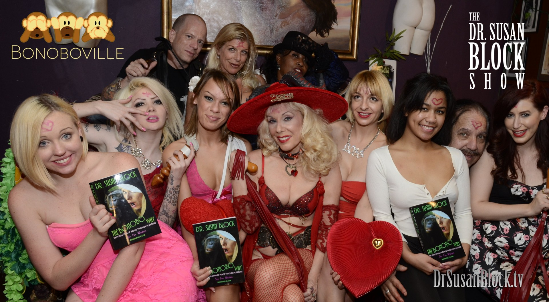 Miley May, Amor Hilton, Haley Sweet, Dr. Susan Block, Rainey Lane, Loni Legend, Ron Jeremy, Charli Piper. Row 2: Jux Lii of Jux Leather, Chelsea Raw, Pussy Peddla. Photo: Irwin J