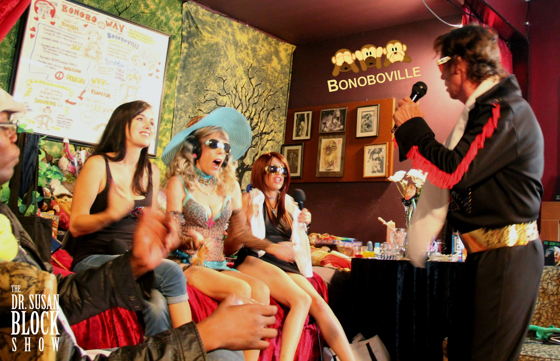 Elvis in Bonoboville with Smokey Binion, Jr channeling Elvis, plus Savannah Fyre, Madam Raven Rae and Daryl Wright LiVE on The Dr. Susan Block Show. Photo: Roberto Bonobo