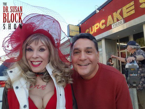 Arriving at the Cupcake Theatre, and heeeeeeere's Nick Santa Maria! #Selfie
