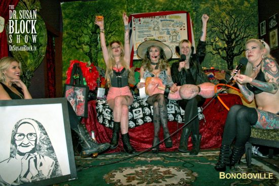 Blondes Against Trump! Photo: L'erotique