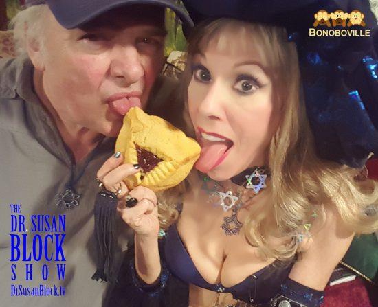 We LoVE to lick Pussy Cookies! Selfie