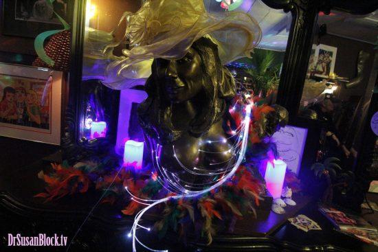 Dr. Suzy de Milo. Sculpture by Yossi Vardan. Photo: Abe Bonobo