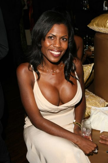 Omarosa shows off her rack