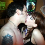 Bonobo Way Kiss