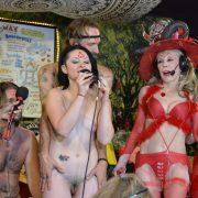 Elena Rayns sings nude!