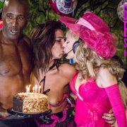 Kiss before Cake