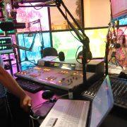 KX 93.5 FM