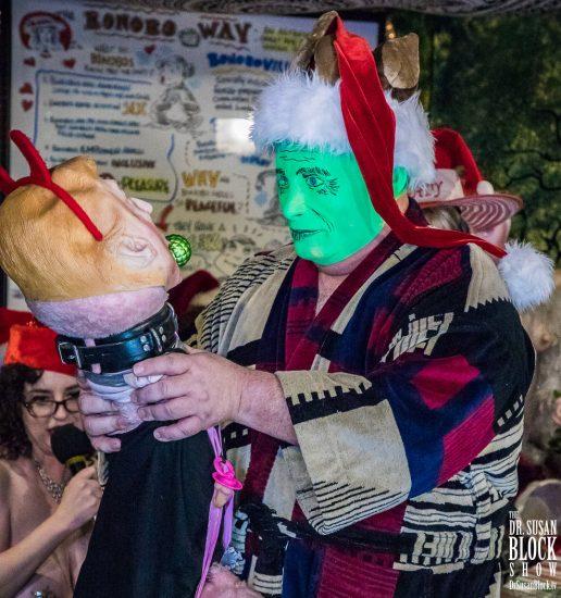 XXXmas Green Grinch Putin grabs the Trumpus, Photo: Jux Lii